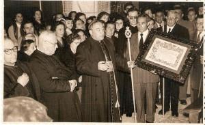 1958. 11 de mayo. entrega a cardenal bueno monreal de pergamino de hermano mayor honorario III