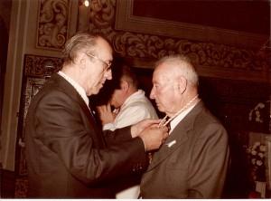 1984. función principal. Imposición primera medalla de oro de la hermandad (3)