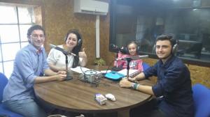 grupo joven en la radio